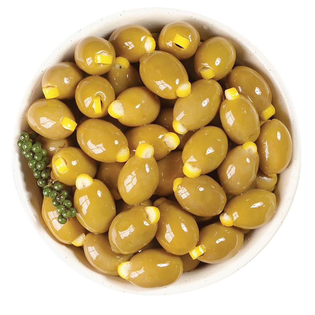 Оливки зеленые с корочкой лимона фото