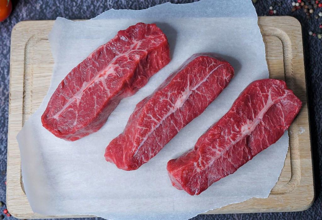 Говядина Top Blade Steak, влажной выдержки Тростинка (в вакууме) фото